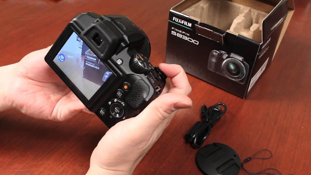 Máy ảnh Fujifilm S8600 rất gọn nhẹ nên có thể dễ dàng mang theo bên mình.