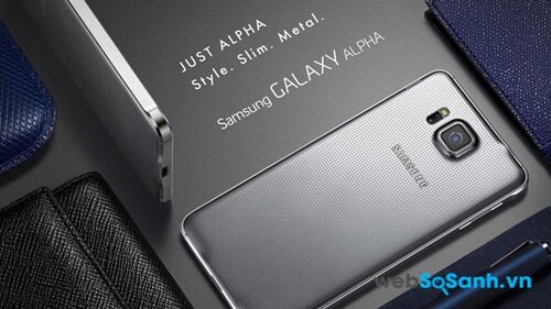 Galaxy Alpha có mặt lưng thiết kế chống trơn tốt