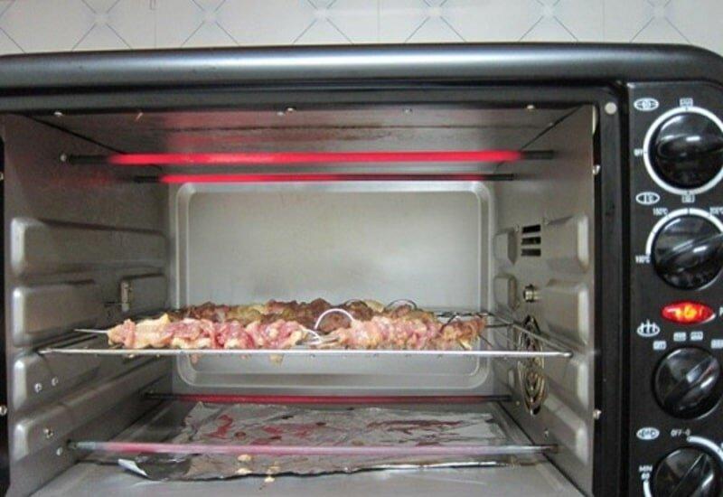Cách nướng thực phẩm ở chế độ lửa trên và dưới không dùng xiên