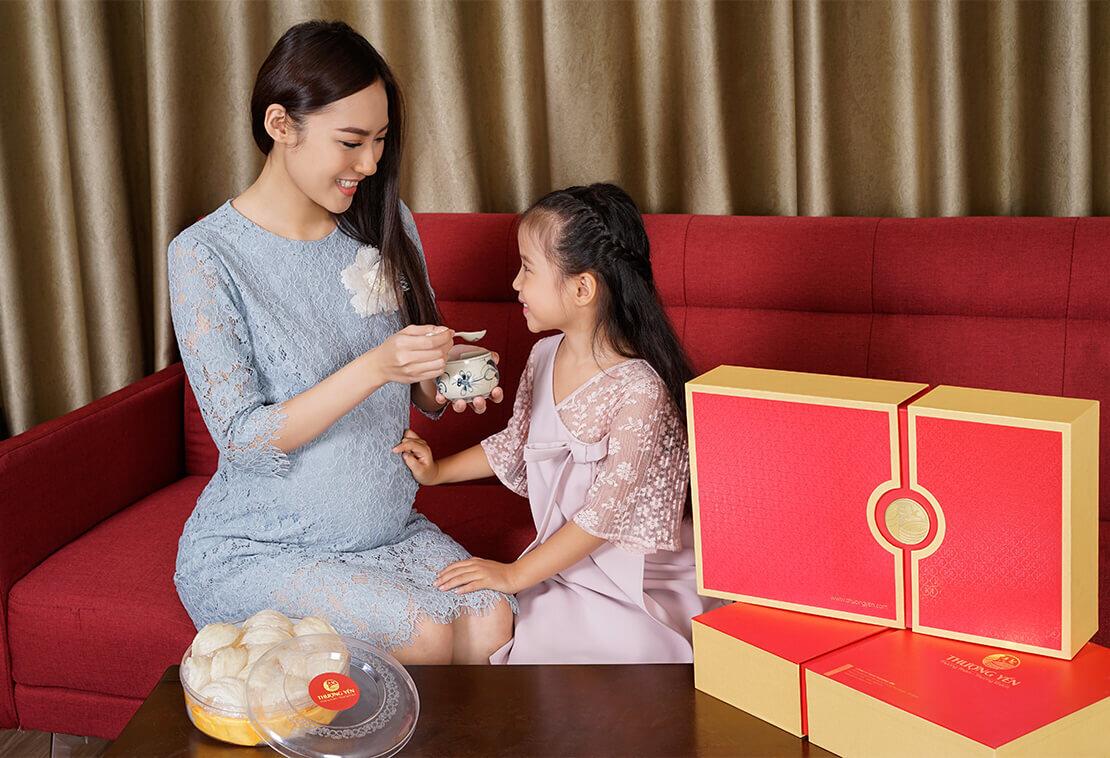 Các mẹ có thể cho bé dùng yến sào để bổ sung dinh dưỡng thiết yếu