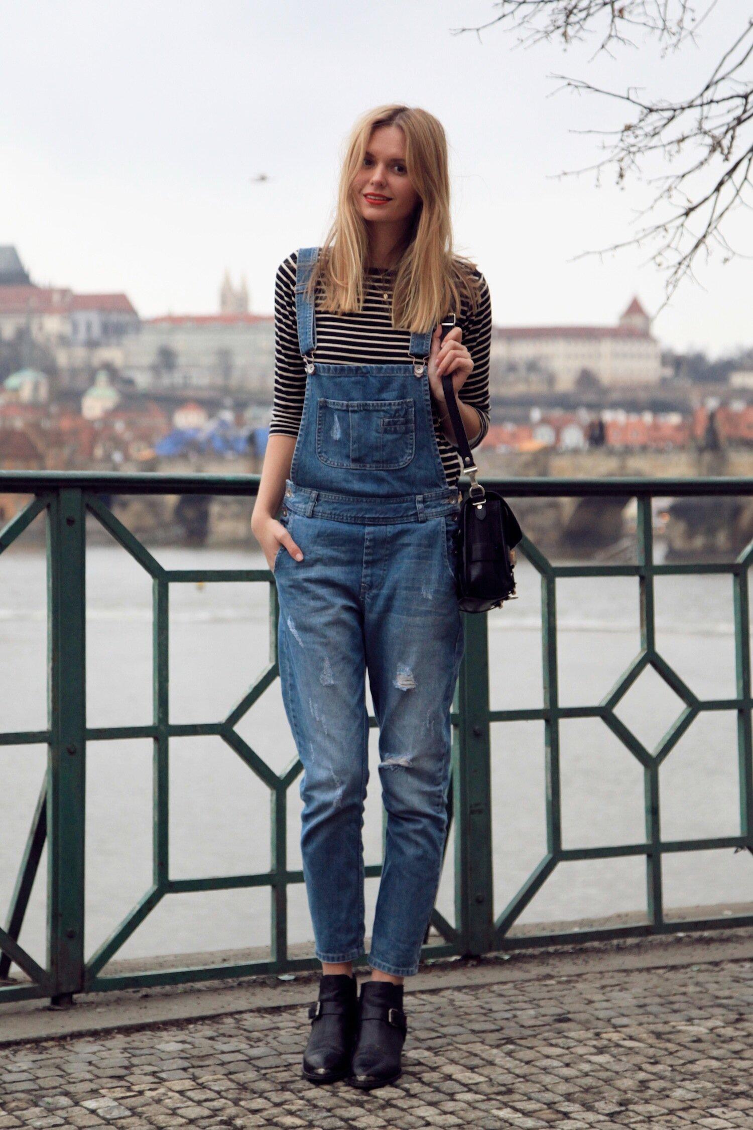 Giày boot nữ với quần yếm giúp bạn trẻ trung, tinh nghịch hơn