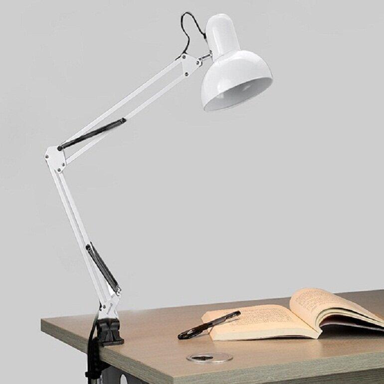 Đèn bàn học Pixar sử dụng bóng đèn LED có tác dụng chống lóa, bảo vệ mắt và chống cận