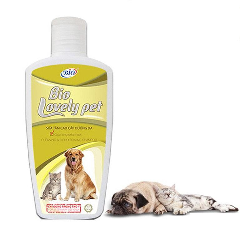Sữa tắm Bio Lovely Pets cho chó poodle