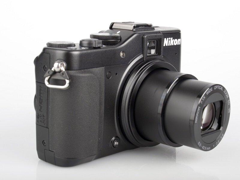 Máy ảnh Nikon gọn nhẹ với khả năng lấy nét tốt