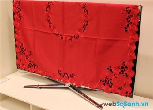Khi không sử dụng tivi, bạn nên dùng khăn phủ để che bụi cho tivi và màn hình máy tính