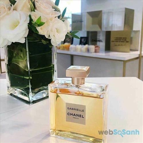 Gabrielle Chanel là tổng hợp của các hương hoa như hoa ylang ylang, hoa nhài, hoa cam, hoa huệ.. thơm mát và ngọt ngào, tinh tế