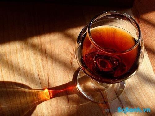Uống rượu có thể làm cho các mạch máu nổi trên da mặt