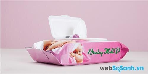 Có nên dùng khăn giấy ướt cho bé?