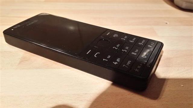 Nokia 515 có kiểu dáng thiết kế cực kỳ tối giản