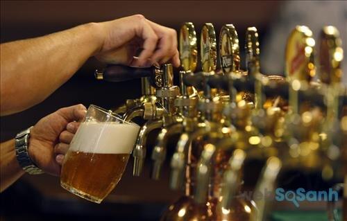 Rót bia đúng cách để bia luôn ngon