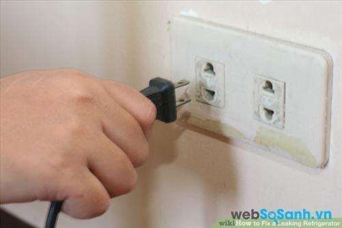 Đầu phích cắm của tủ lạnh mini bị rò rỉ điện có thể là nguyên nhân khiến tủ lạnh mini bị rò điện