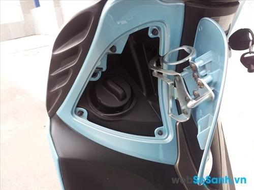 Bình xăng tiện dụng tại đầu xe của Kymco People