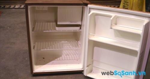 Vỏ tủ lạnh mini kém chất lượng có thể là nguyên nhân khiến tủ lạnh bị rò rỉ điện