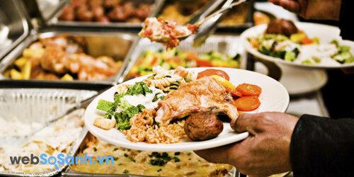 Các nhà hàng buffet đã trở thành địa chỉ ăn uống quen thuộc với nhiều người