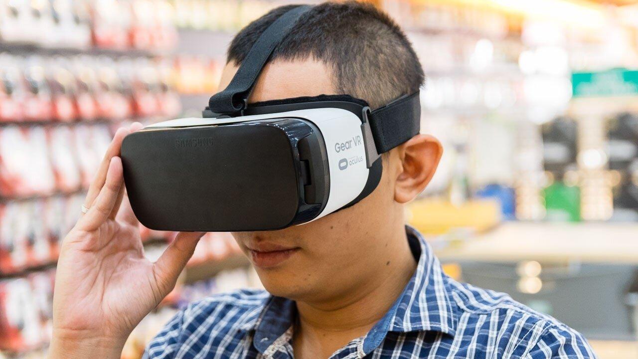 Kính thực Tế Ảo Gear VR Samsung giúp bạn dễ dàng kiểm soát màn hình