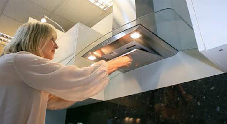 Cách vệ sinh máy hút mùi sạch bong như mới