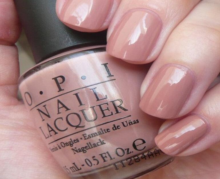 Sơn móng tay màu hồng nude