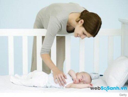 Vỗ về giúp bé an tâm khi ngủ