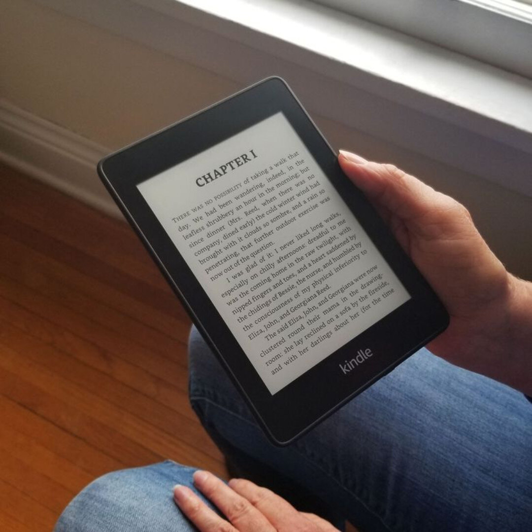 Có nhiều cách giúp bạn chuyển ebook vào Kindle nhưng cách kết nối cổng sạc với laptop là cách tiện và nhanh nhất