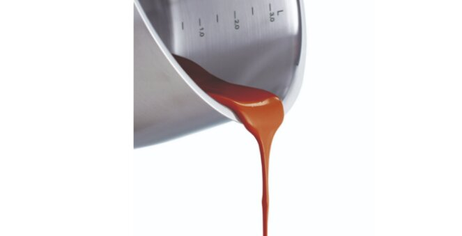 Thang đo tiện lợi cùng vành nồi rộng dễ dàng đổ rót thức ăn nhanh mà gian bếp vẫn luôn sạch sẽ