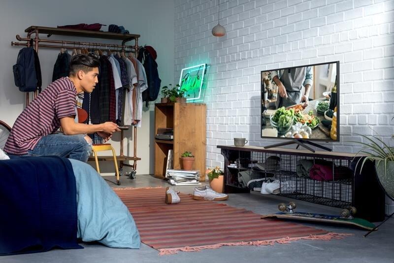 Với thiết kế mỏng tivi thông minh của Samsung còn phù hợp với không gian sống chật hẹp