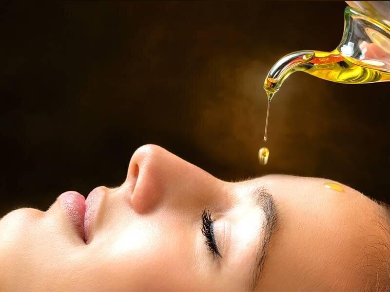 Bạn có thể sử dụng dầu hướng dương để massage thư giãn, dưỡng da