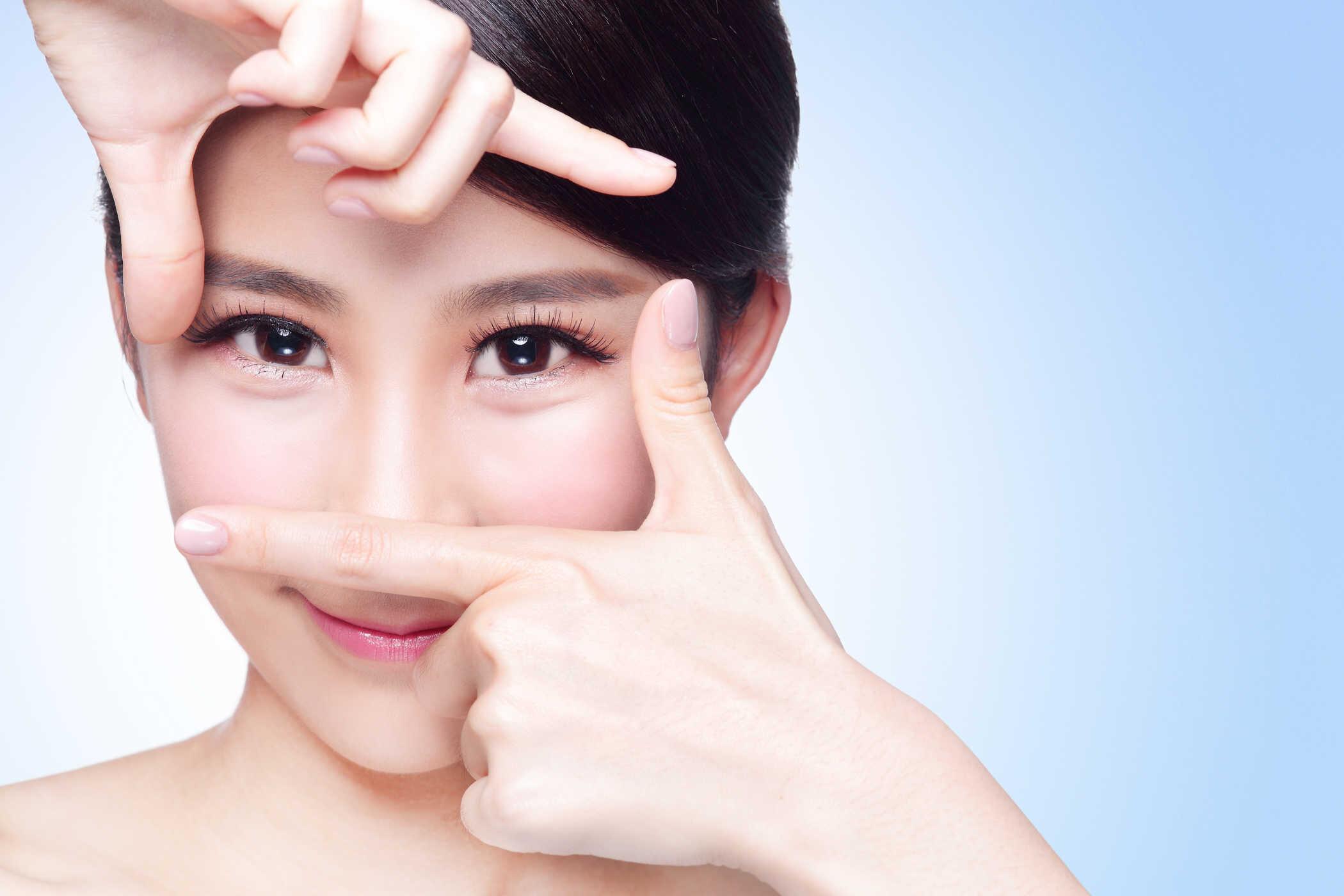 Kem dưỡng mắt phù hợp với độ tuổi 20 trở lên