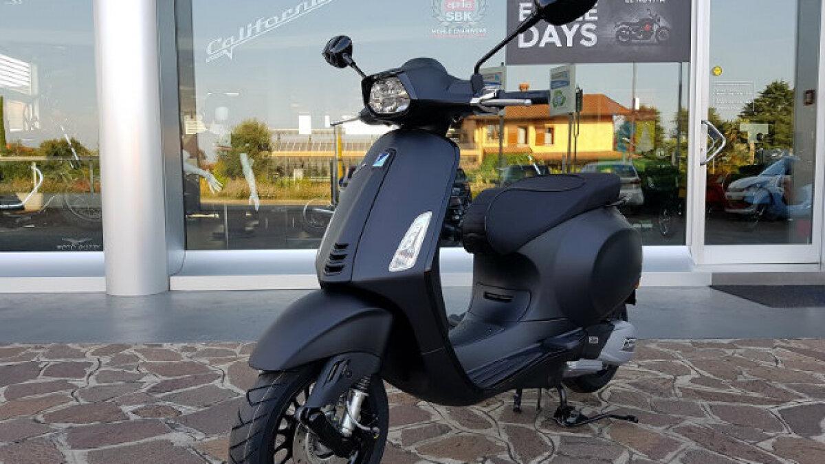 Xe Vespa Sprint Carbon hợp người mệnh Mộc