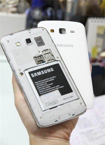 Galaxy Grand 2 được trang bị thỏi pin kh� lớn, 2.600mAh