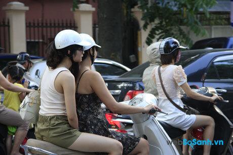 Điều khiển xe máy không có gương chiếu hậu, hoặc gương chiếu hậu không đạt chuẩn bị phạt từ 80,000 đồng đến 100,000 đồng