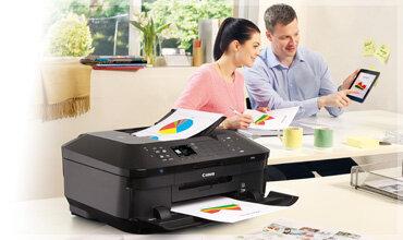 Người làm việc tại nhà nên máy in có thể cho ra những bản in rõ nét và chuyên nghiệp, đồng thời có thể cùng lúc thực hiện được nhiều tác vụ khác liên quan đến công việc