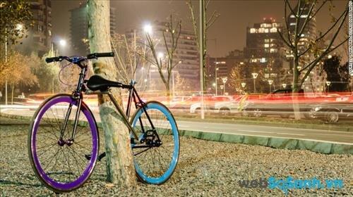 Một chiếc xe đạp dùng chính khung của mình là khóa xe thì khó có tên trộm nào có thể lấy được