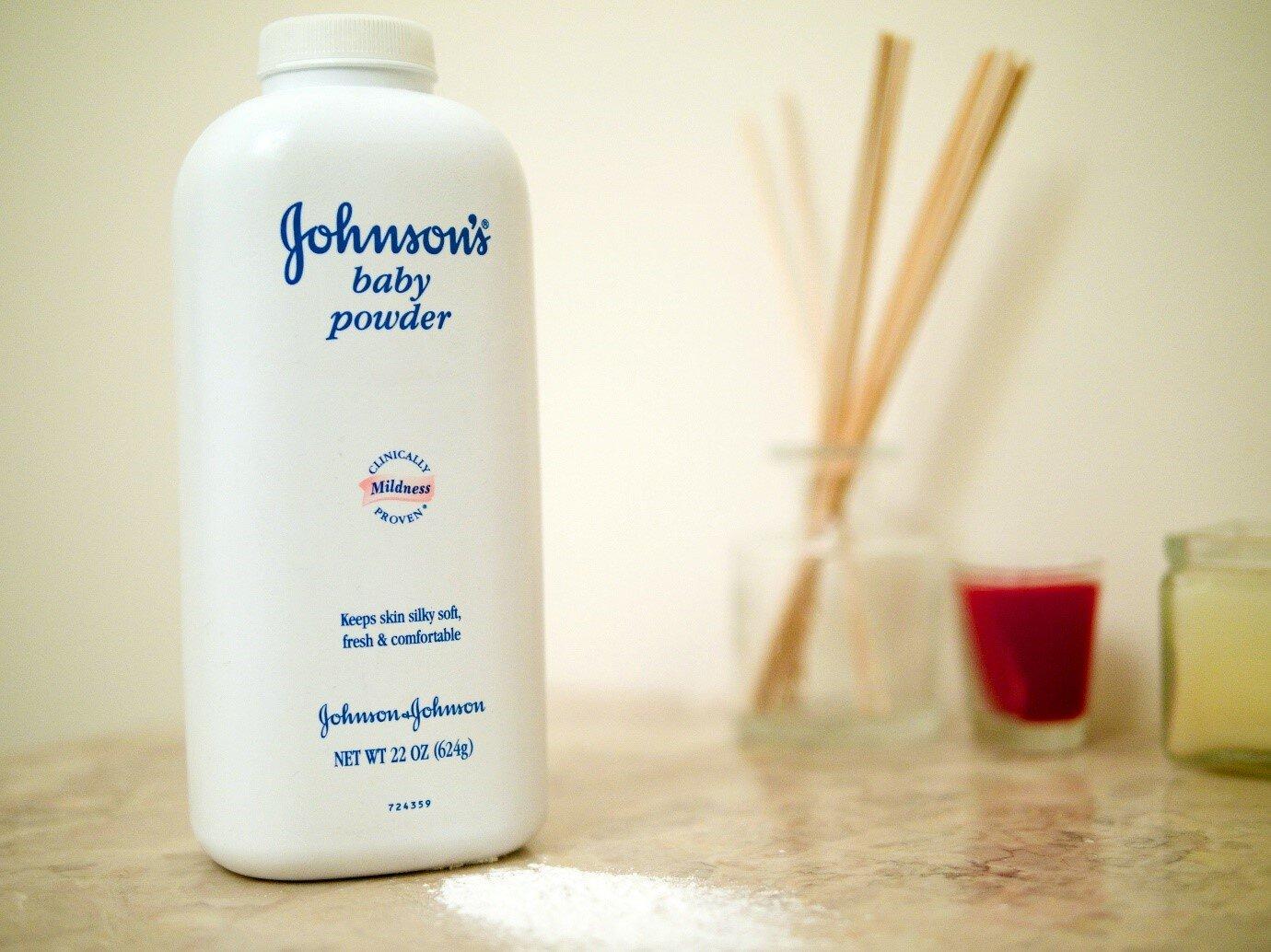Johnson's Baby là sản phẩm phấn rôm được nhiều bà mẹ tin dùng