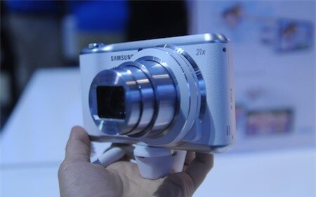 Galaxy Camera 2 được trang bị cảm biến 16 megapixel và ống zoom 21x.