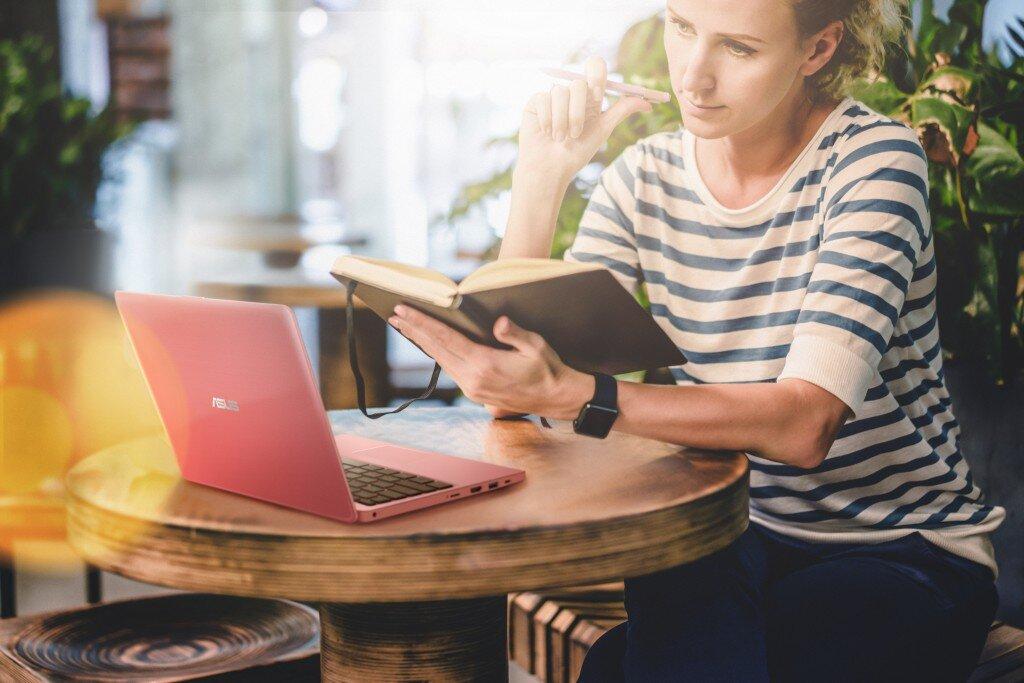 Laptop Asus có thiết kế đẹp với màn hình sắc nét