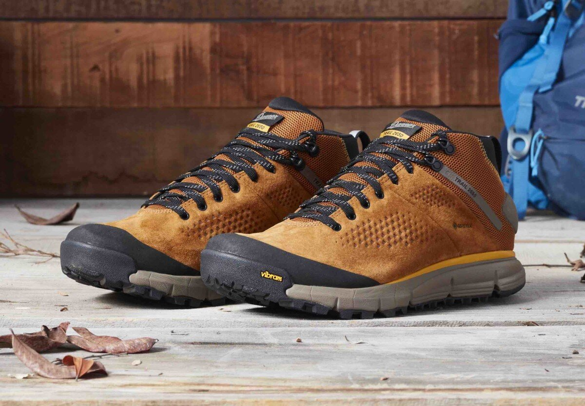 Đôi giày đi phượt chống nước bền bỉ với thời gian