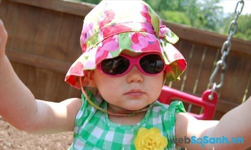 Hãy để trẻ tự chọn kính chống nắng mà trẻ thích