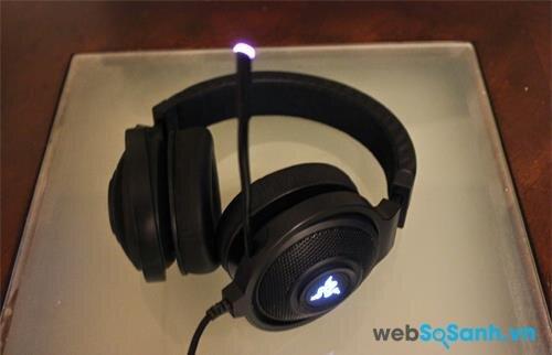 Đèn LED trên ốp tai và mic