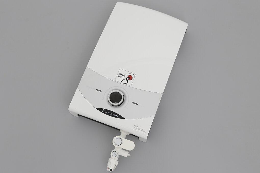 Cách lắp đặt máy nước nóng trực tiếp Ariston