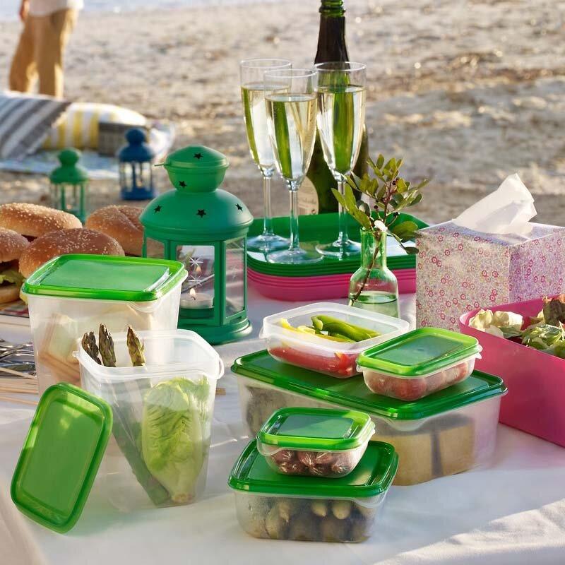 Đồ hộp nhựa ngoài để trong tủ lạnh còn rất tiện mang theo khi đi picnic
