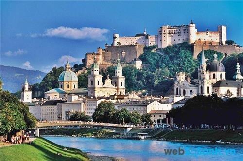 Thành phố cổ kính, lãng mạn với những toà lâu đài bên sông
