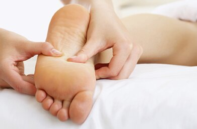 Massage chân toàn diện