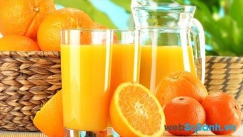 quay quả cam, chanh trong lò vi sóng khoảng 20 giây trước khi vắt