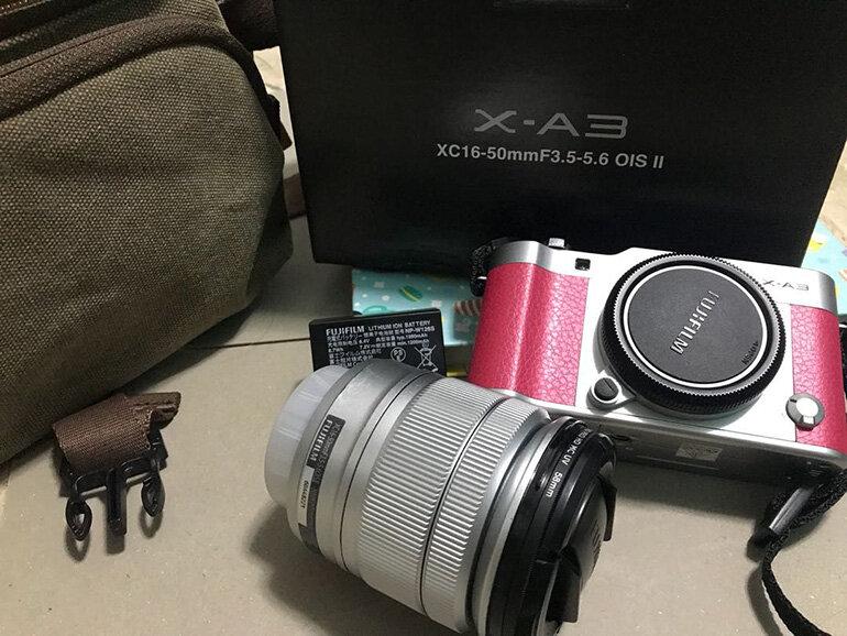 Máy ảnh Fujifilm XA3 phiên bản màu hồng (Nguồn: karousell.com)