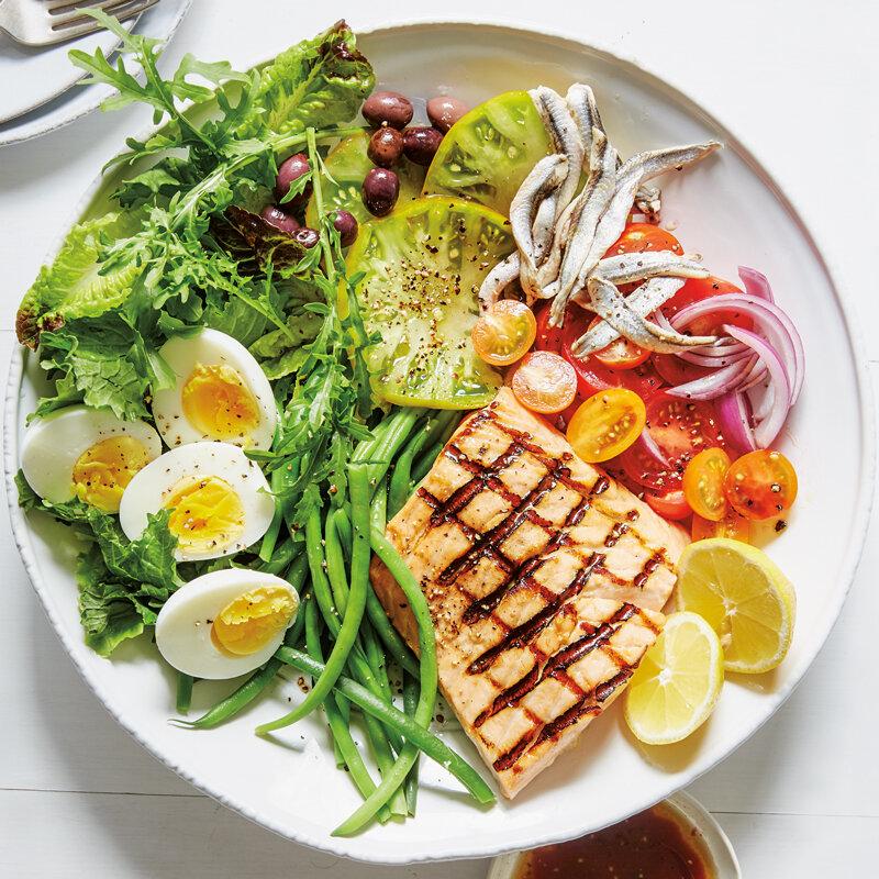 Cá có dầu là nguồn cung cấp dưỡng chất dồi dào cho cơ thể