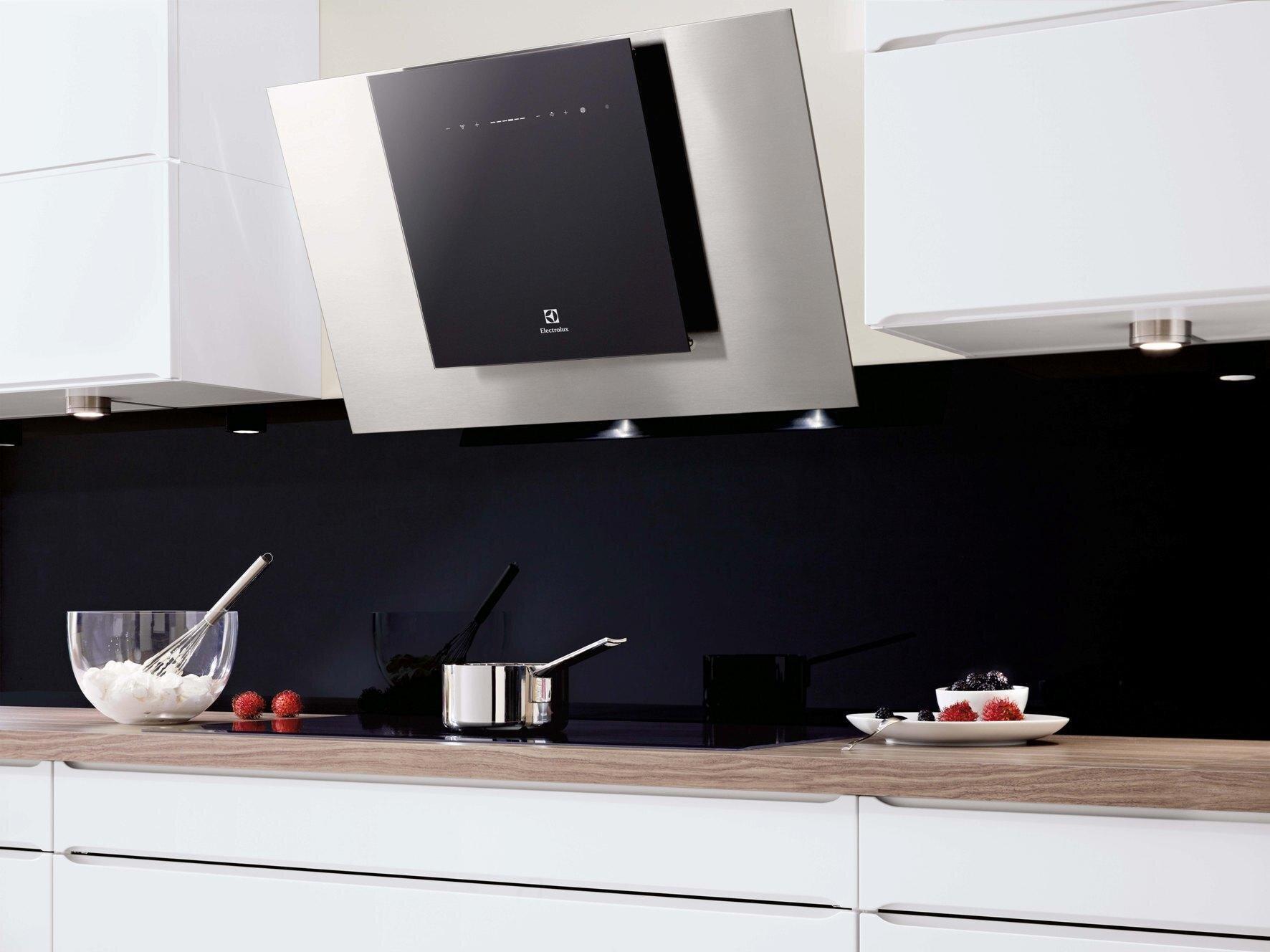 Máy hút mùi Electrolux nổi bật với thiết kế ấn tượng, chất liệu cao cấp đem lại vẻ sang trọng cho không gian bếp