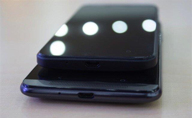 Một số hình ảnh khác về bộ đôi HTC Desire 700 và Desire 300