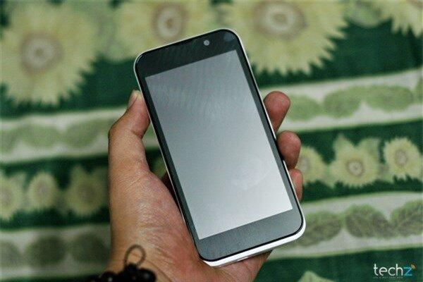 Đánh giá nhanh HKPhone Racer: Điện thoại bình dân giá rẻ-image-1386342997504