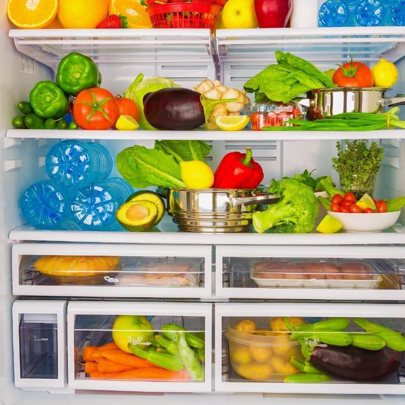 Nên bỏ rau củ vào túi zip trước khi cho ngăn mát của tủ lạnh