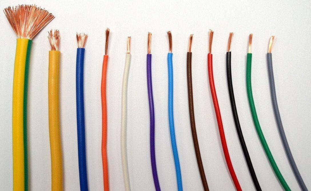 Quấn băng keo quanh các mẫu nối điện để đảm bảo an toàn